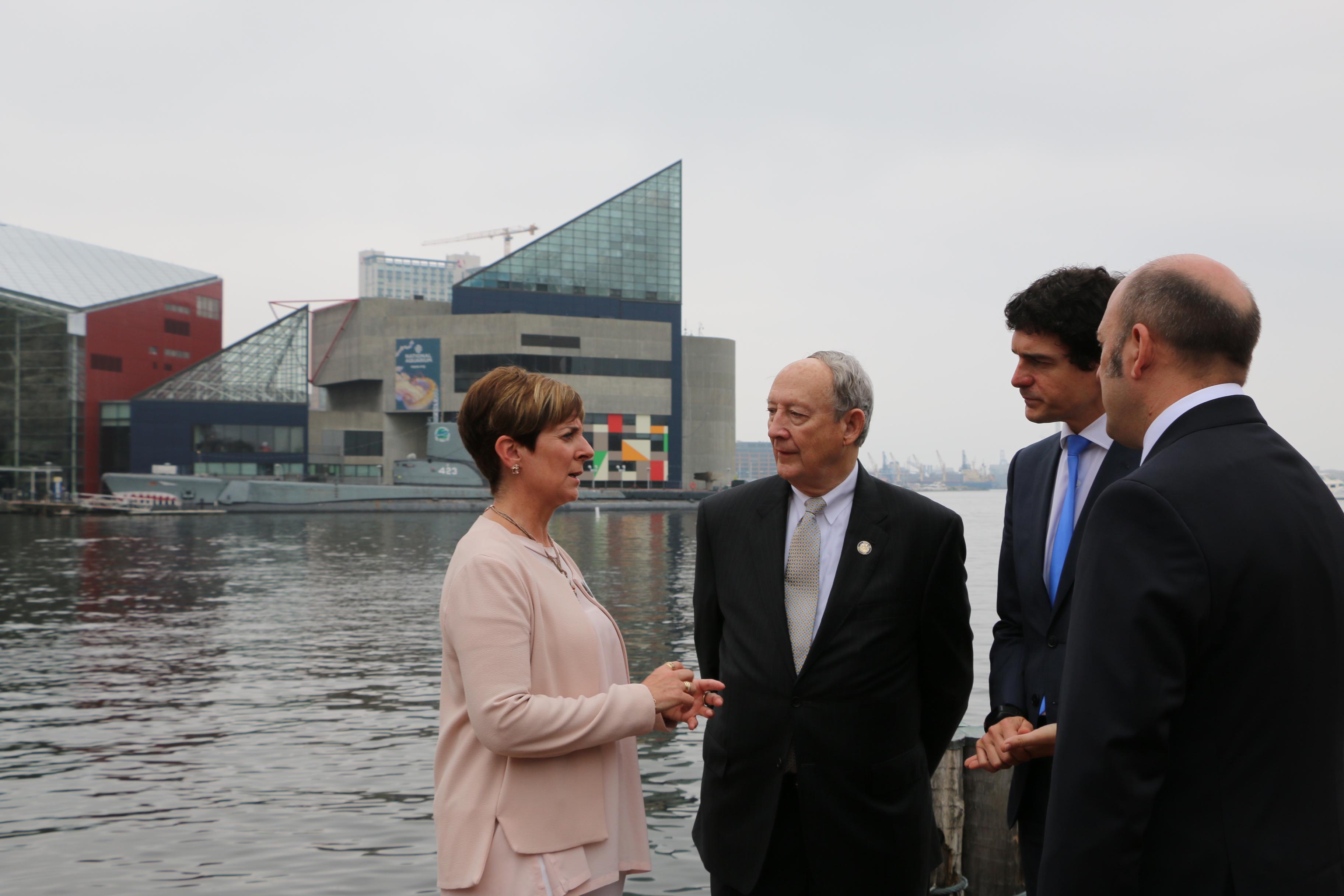 Arantxa Tapia presenta a Euskadi como un punto estratégico de la logística del eje atlántico