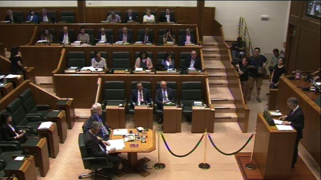 """El lehendakari considera un """"imperativo ético y democrático"""" contar con una ley que reconozca a las víctimas causadas en contextos de represión ilícita"""