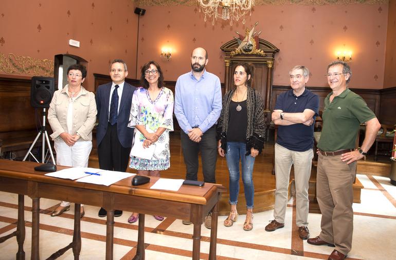 Firma del convenio entre el Instituto Internacional de Sociología Jurídica y el Ayuntamiento de Oñati