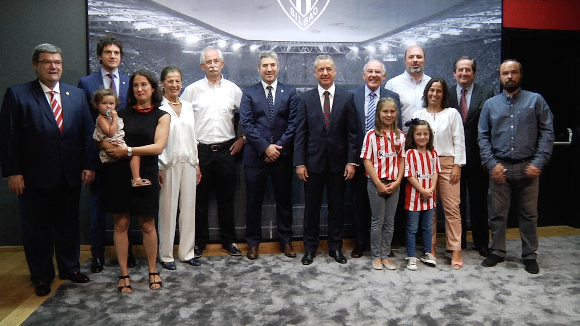 "El lehendakari asiste al partido ""Athletic Club - FC Barcelona"" en San Mamés"