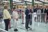 """El lehendakari destaca su apuesta por la """"estabilidad, la industria y el empleo"""" en su visita a la empresa Bombardier de Trápaga"""
