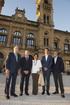 El lehendakari ha asistido al encendido de la fachada del Ayuntamiento de Donostia