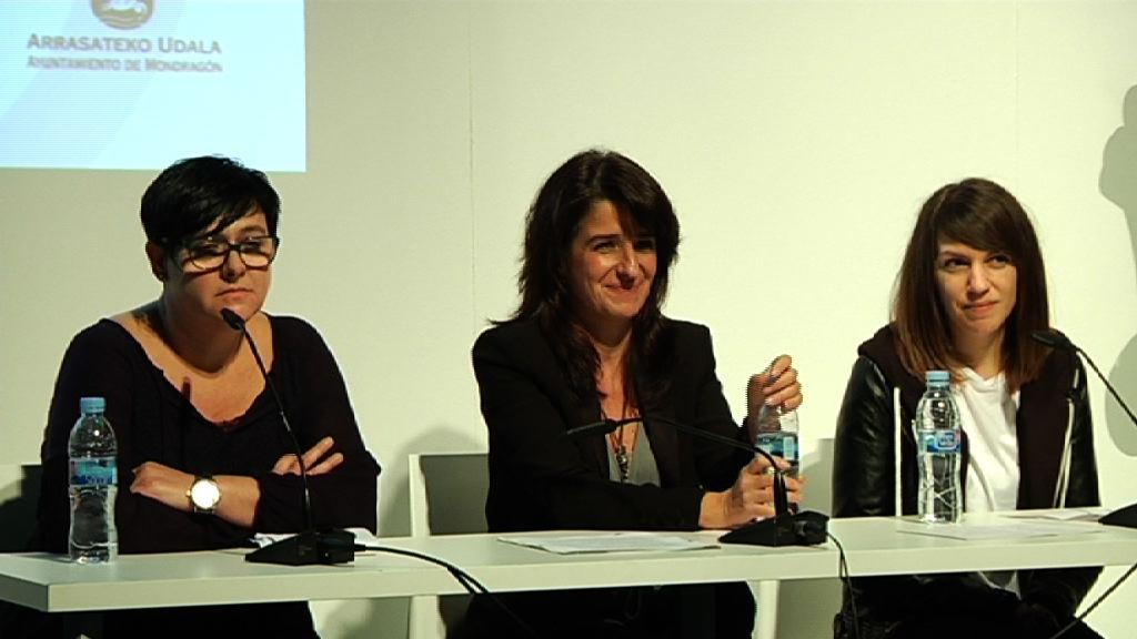 La directora de Gogora acude al acto organizado en Mondragón con motivo de la iniciativa Plaza de la Memoria