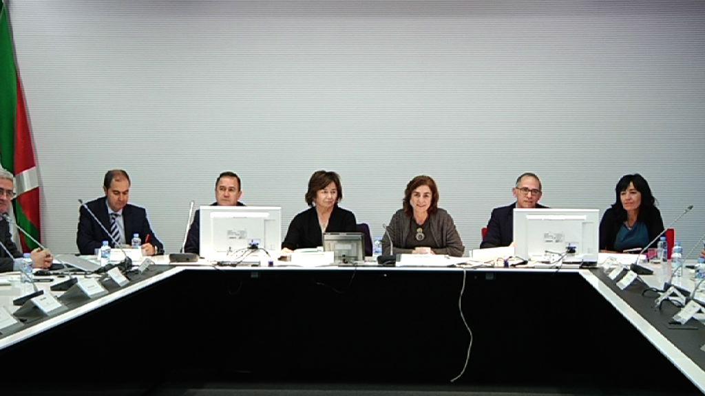 Reunión de la consejera Uriarte con responsables de la comunidad educativa
