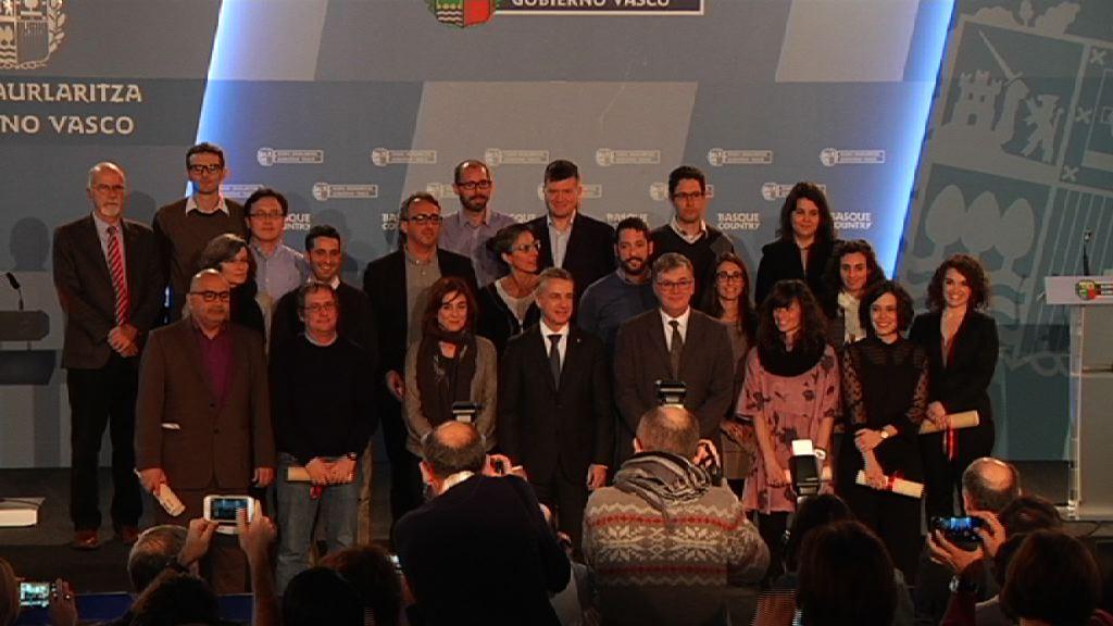 El Lehendakari entrega los reconocimientos a los investigadores e investigadoras Ikerbasque que se han incorporado durante 2016