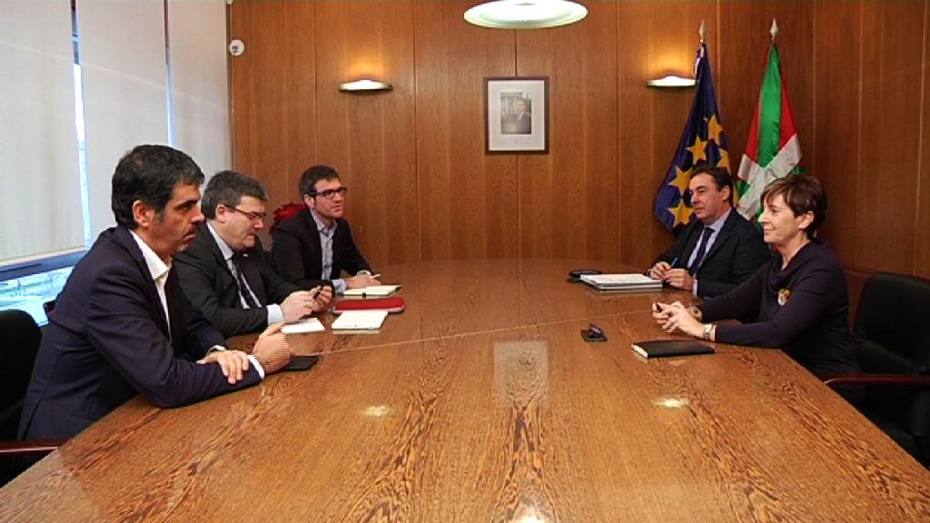 Consejera y alcaldes urgen una reunión con el ministro con el objetivo de disponer en 2017 de los proyectos definitivos para cada capital