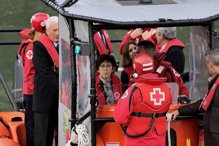 El Departamento de Seguridad cede una embarcación de salvamento a la Cruz Roja del Mar