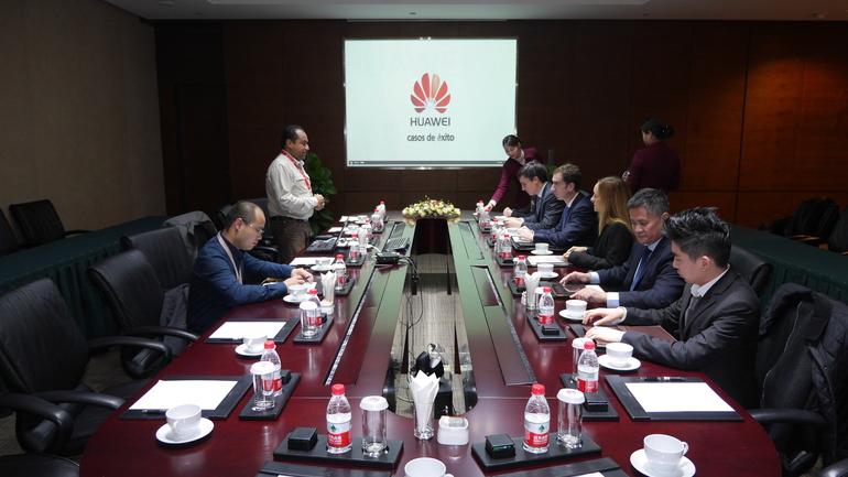 Jiangsu-ko agintariekin lan jardunaldi instituzionala eta Huawei-ra bisita