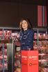 Beatriz Artolazabal destaca al Grupo Gureak y a Eroski como ejemplos de compromiso con las personas en la inauguración de un nuevo supermercado en Vitoria-Gasteiz