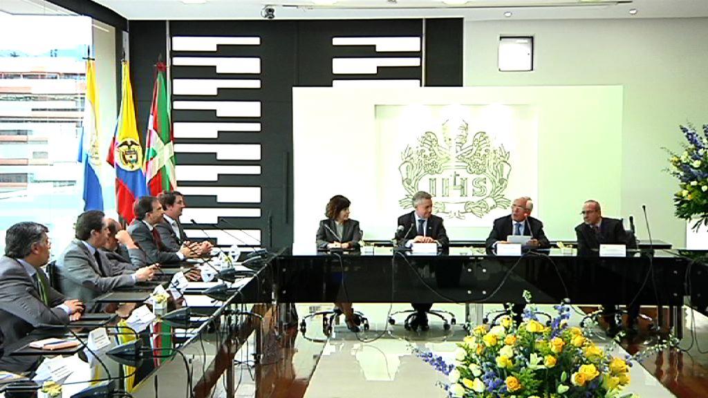 El Lehendakari propone en Colombia el intercambio de experiencias en el ámbito de la Educación para la paz y las políticas públicas de Memoria