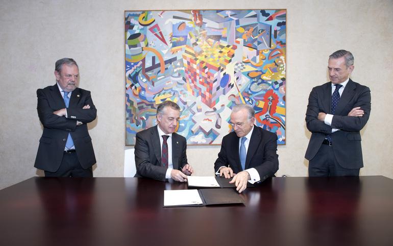 Gobierno Vasco y la Caixa firman un acuerdo de colaboración en materia social por valor de 11 millones de euros