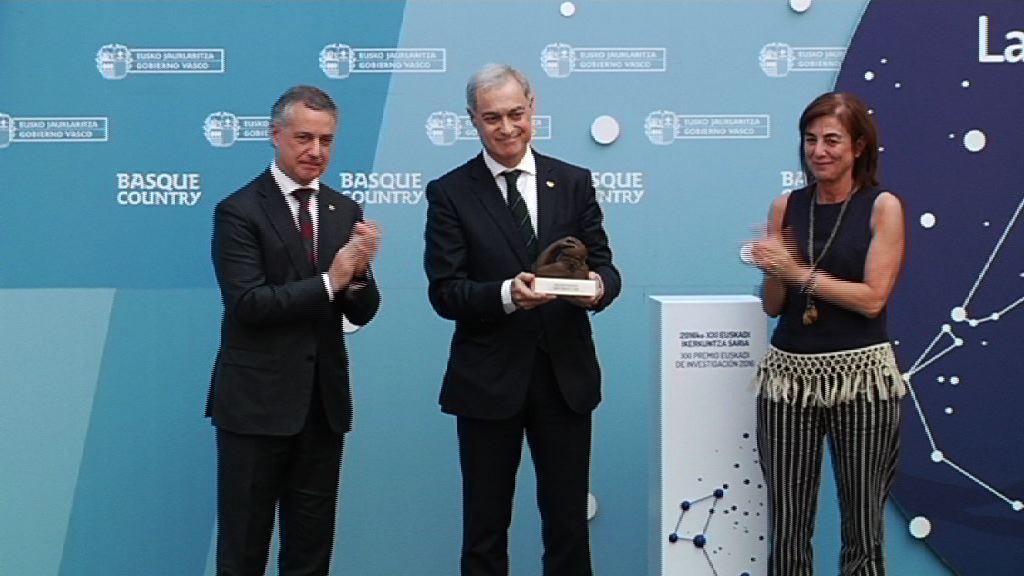El Lehendakari entrega el Premio Euskadi de Investigación 2016 al astrofísico Agustín Sánchez Lavega