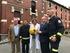 Los bomberos de Bilbao visitan a las niñas y niños hospitalizados en Basurto