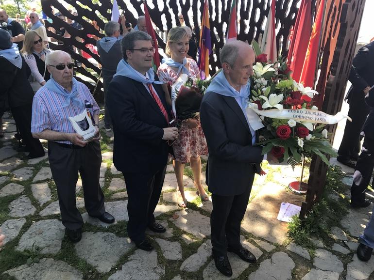 """Las instituciones vascas recuerdan a las víctimas de la Guerra Civil cuando se cumplen 80 años de la """"caída del Cinturón de Hierro"""""""