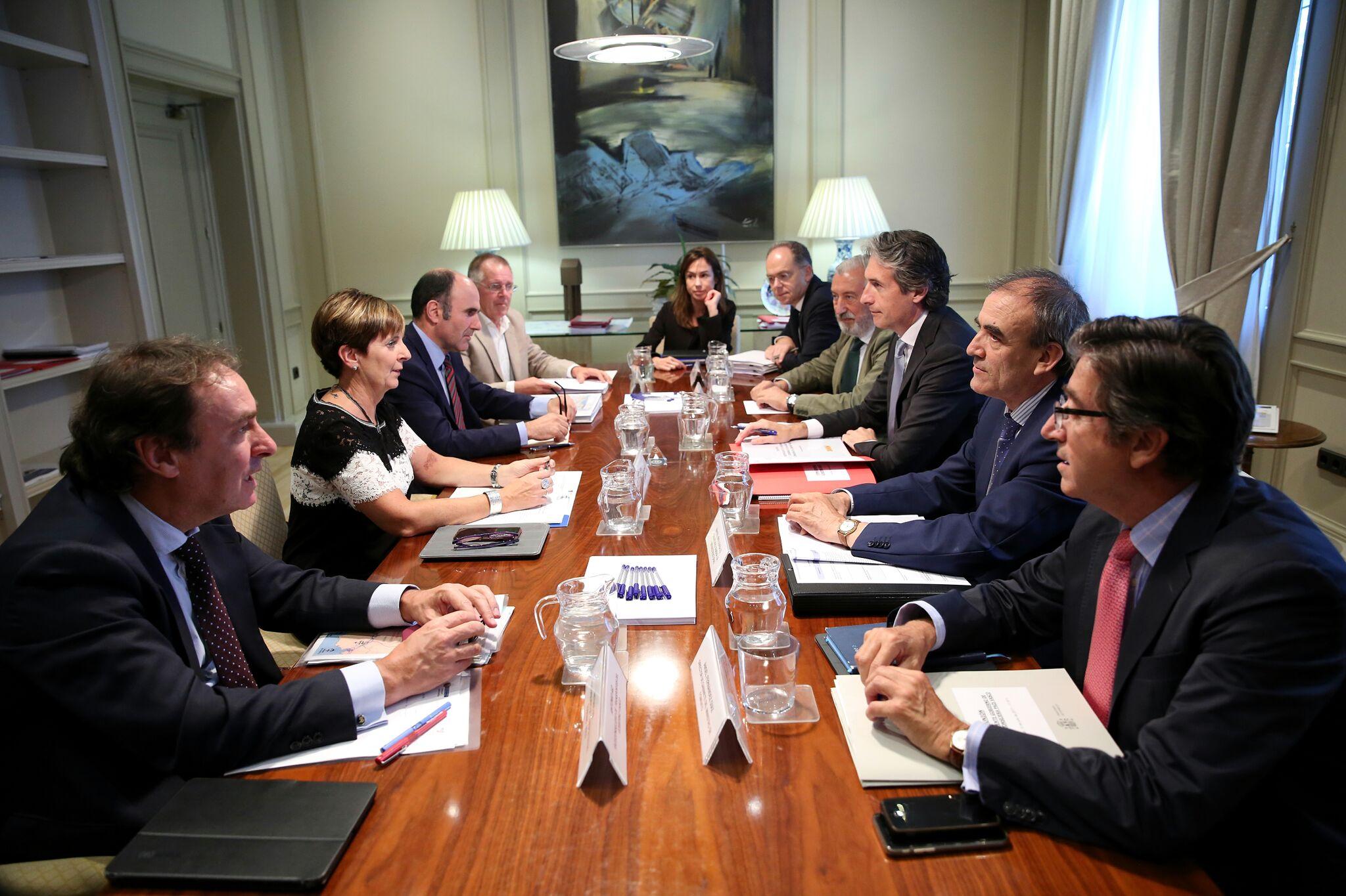 El estudio informativo de la futura conexión entre la Y vasca y el corredor navarro deberá estar elaborado para diciembre del 2017