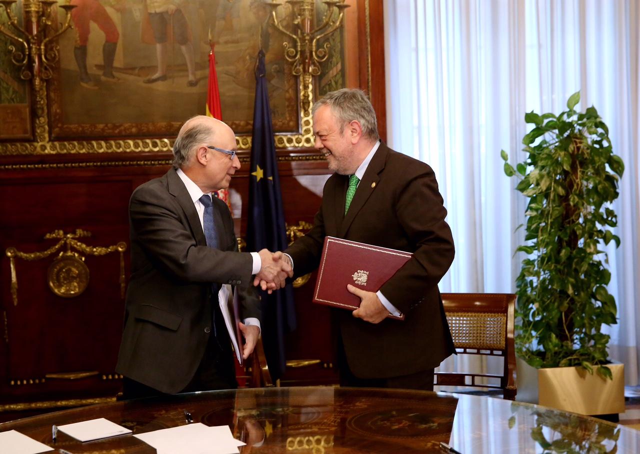 Firma del acuerdo previo a la CMCE con la Ley Quinquenal 2017-2021, los nuevos objetivos de estabilidad presupuestaria y modificaciones en el Concierto Económico