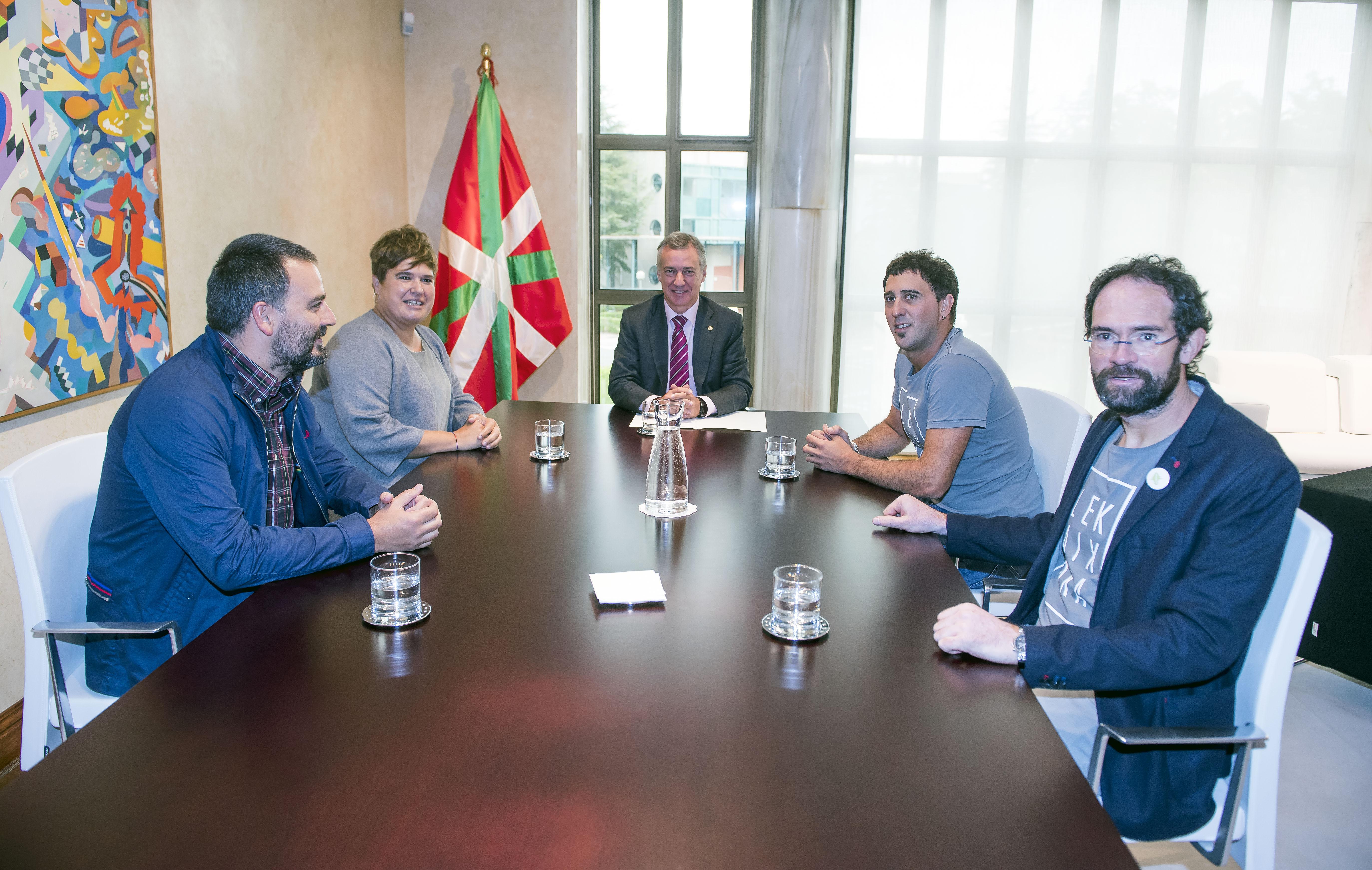 El Lehendakari ha recibido a responsables de Kilometroak