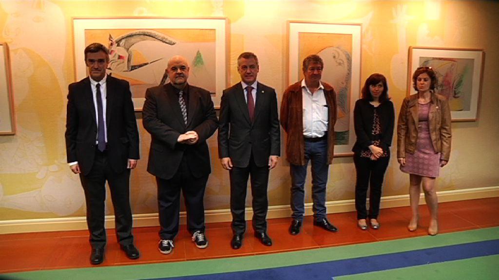 Lehendakaria Amnistia Internacional Espainiako zuzendariarekin bidu da