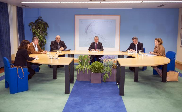 El Lehendakari recibe al director de Amnistía Internacional España
