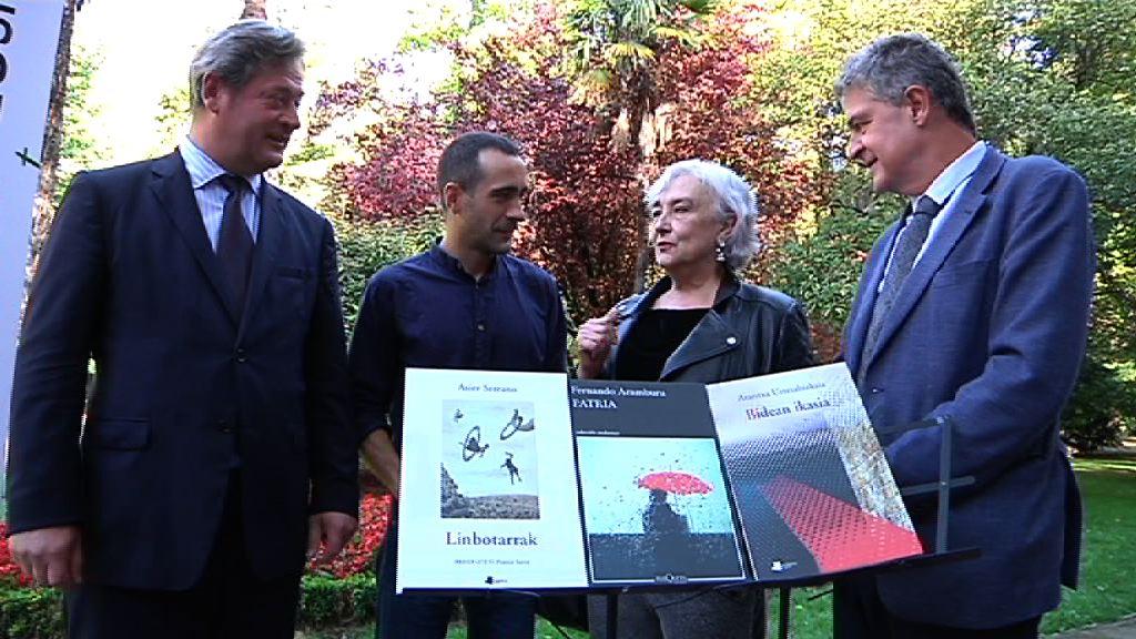 Asier Serrano, Fernando Aramburu eta Arantxa Urretabizkaia dira aurtengo Euskadi Literatura Sarietako lehen irabazleak