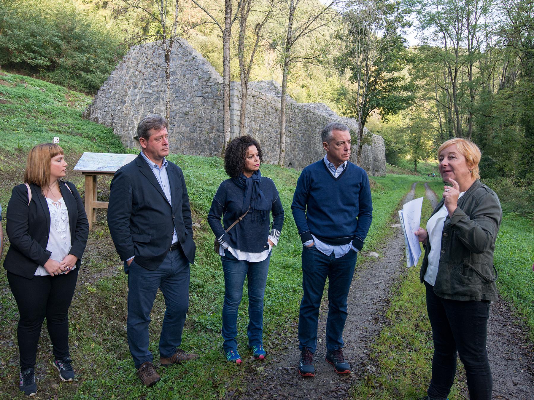 El Lehendakari visita el paisaje industrial del río Barbadun, calificado como bien cultural por parte del Gobierno Vasco
