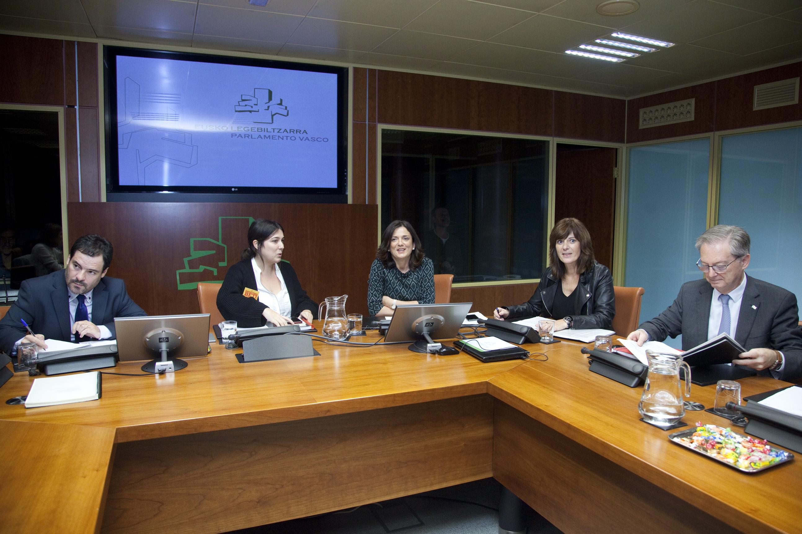 """Beatriz Artolazabal: """"El nuevo decreto de residencias garantizará el bienestar y correcta atención de las personas mayores"""""""
