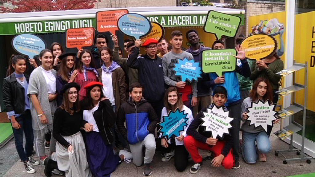 Medio Ambiente y Ecoembes presentan en Eibar la campaña a pie de calle para acercar la economía circular a la ciudadanía