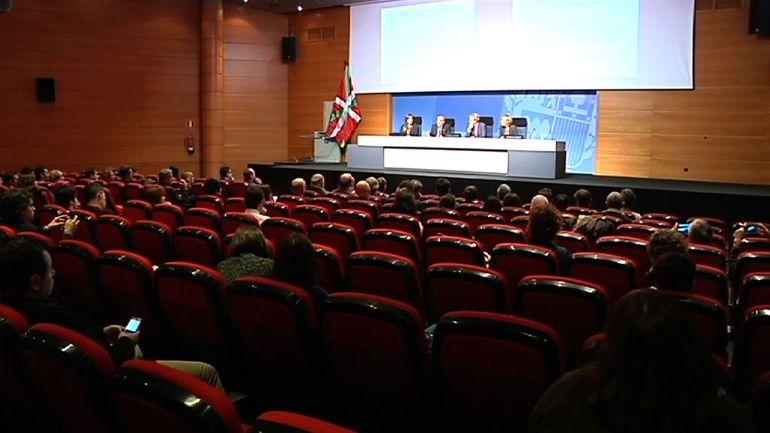 Los consejeros Arriola y Retortillo presentan a los municipios y al sector comercial la revisión del PTS de Equipamientos Comerciales