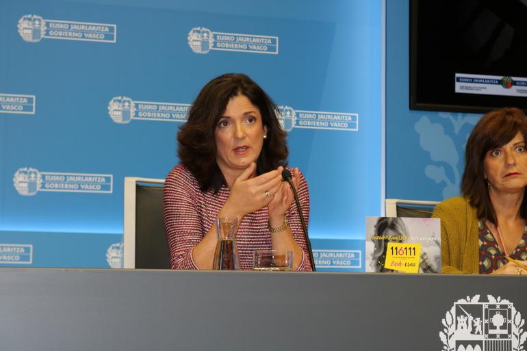 """Beatriz Artolazabal: """"El servicio Zeuk Esan ofrece apoyo y facilita recursos inmediatos para infancia y adolescencia"""""""