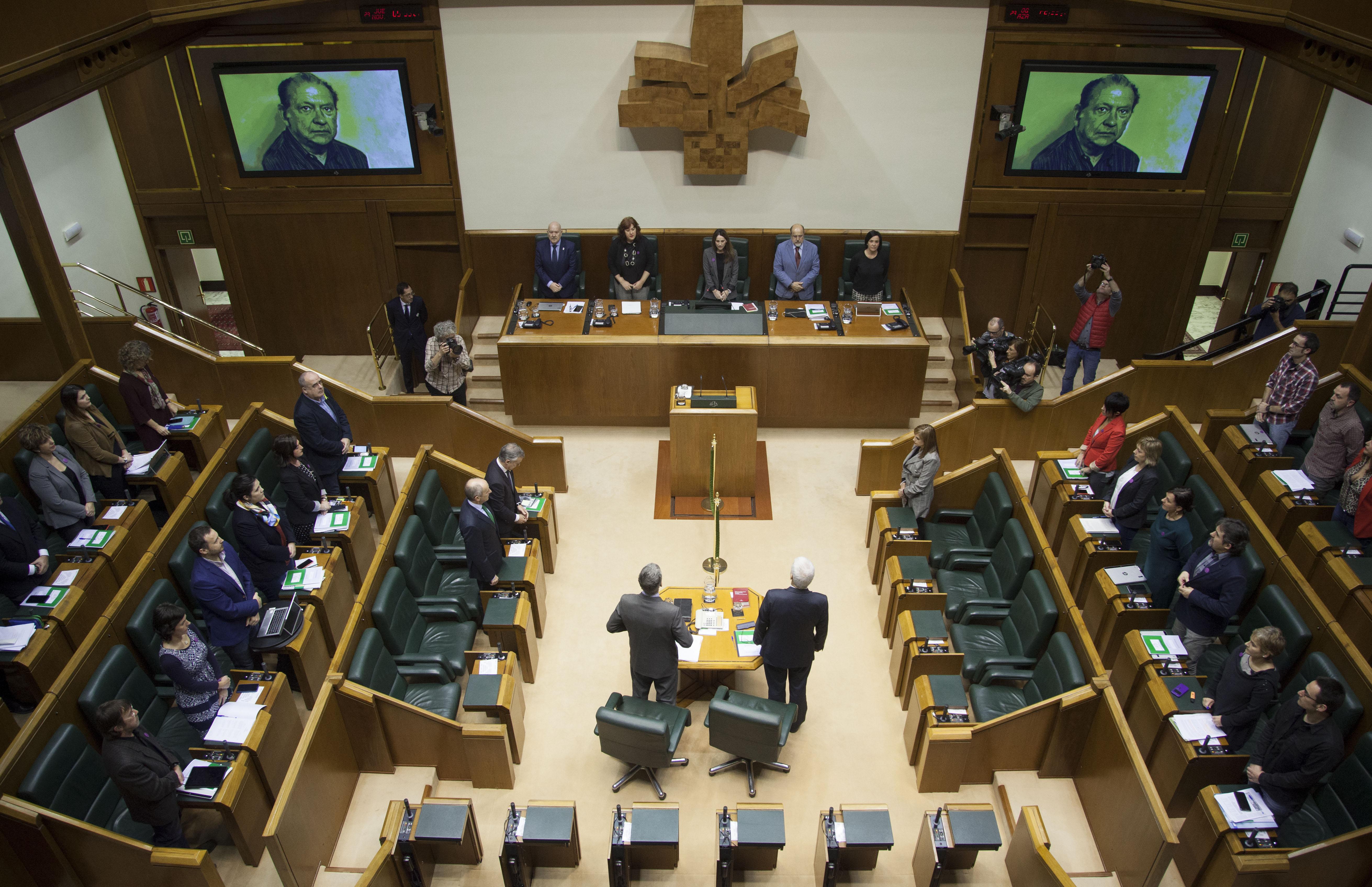 El Gobierno Vasco participa en el acto en recuerdo a Santiago Brouard realizado por el Parlamento Vasco