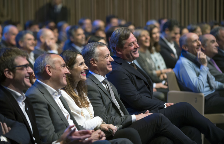 El Lehendakari Iñigo Urkullu ha presidido la celebración del Día Internacional del Euskera, que ha tenido lugar en el Palacio Europa de Vitoria-Gasteiz