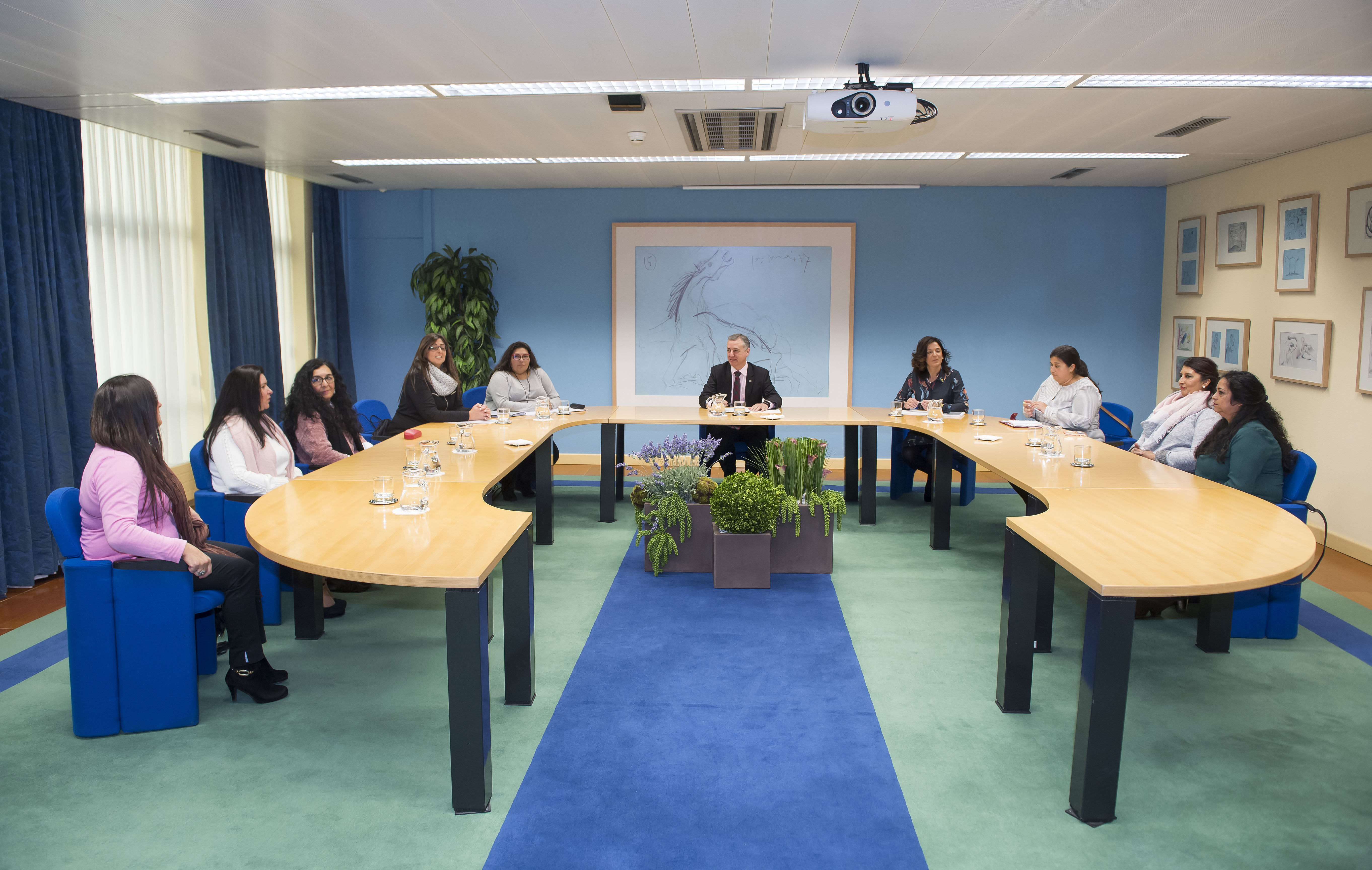 El Lehendakari recibe a las responsables de la Asociación de Mujeres Gitanas de Euskadi