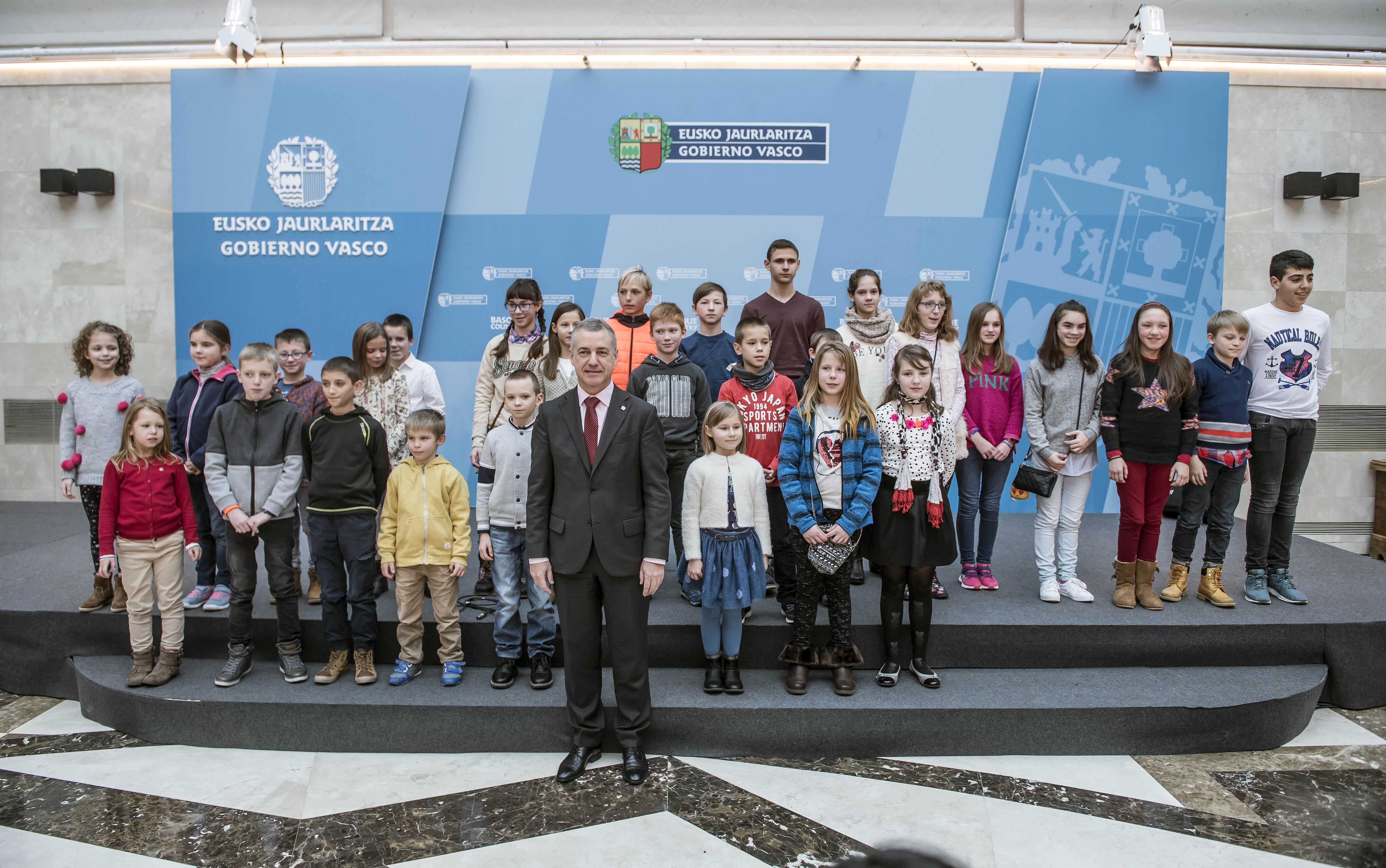 El Lehendakari recibe a niños y niñas de Bielorrusia acogidas por familias vascas a través de la asociación Bikarte