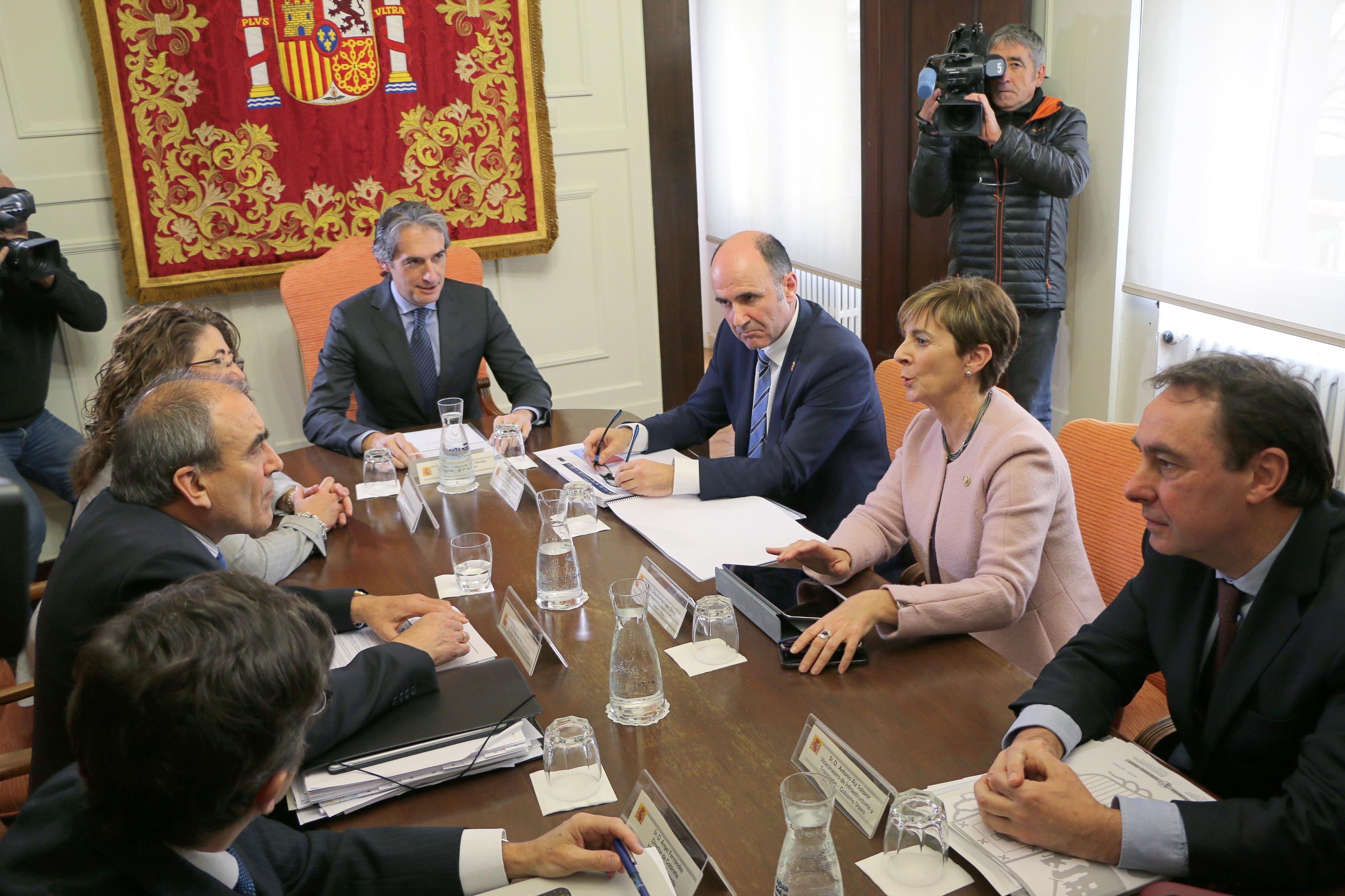 El estudio informativo determinará la mejor opción para la conexión ferroviaria entre Euskadi y Navarra