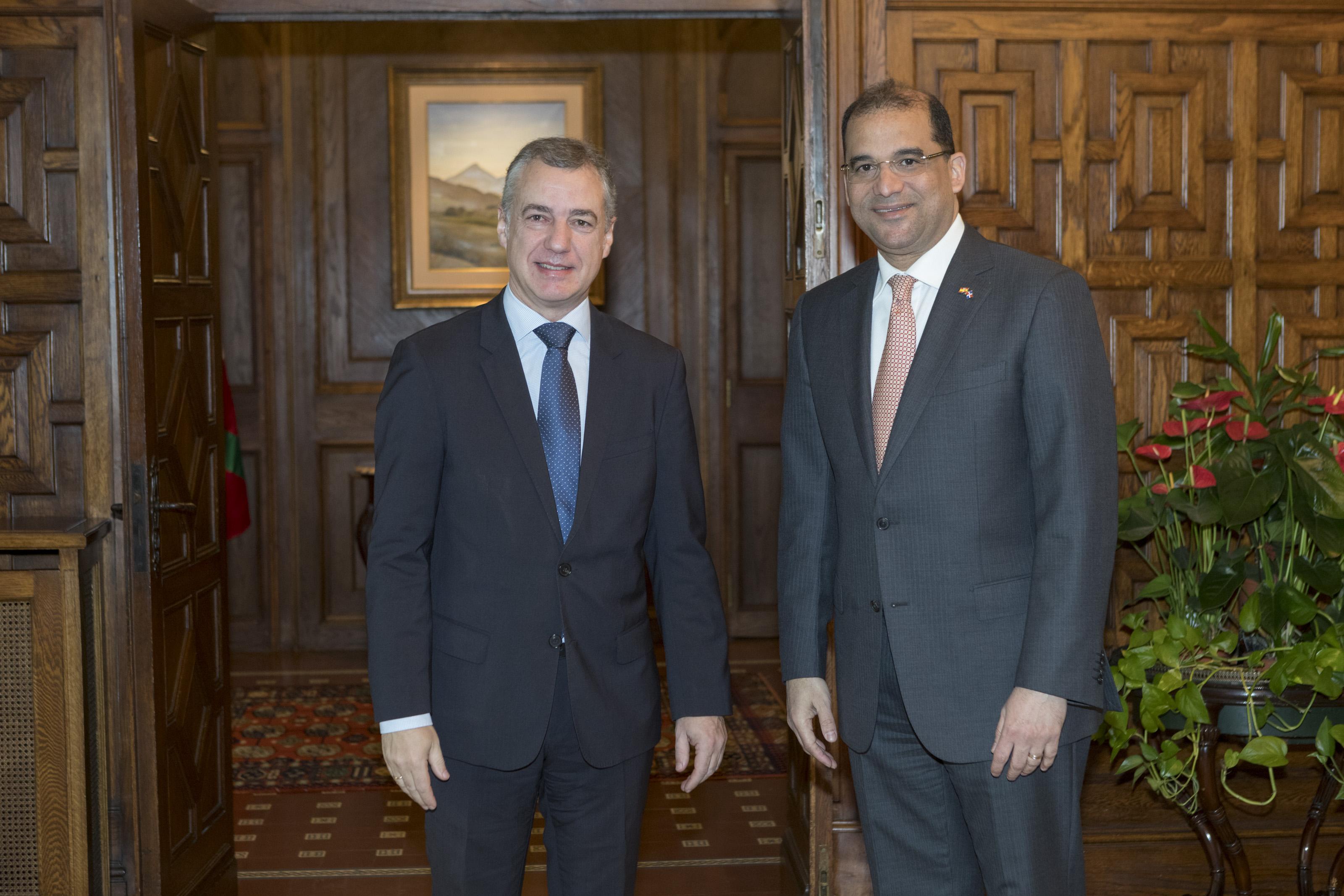 El Lehendakari ha recibido al embajador de la República Dominicana