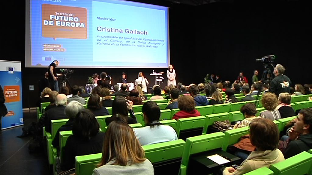"Beatriz Artolazabal with Marianne Thyssen in the ""Citizen Dialogue"" organized by the European Commission in Bilbao: ""the Basque Country is in the advanced line of development that marks Brussels"""