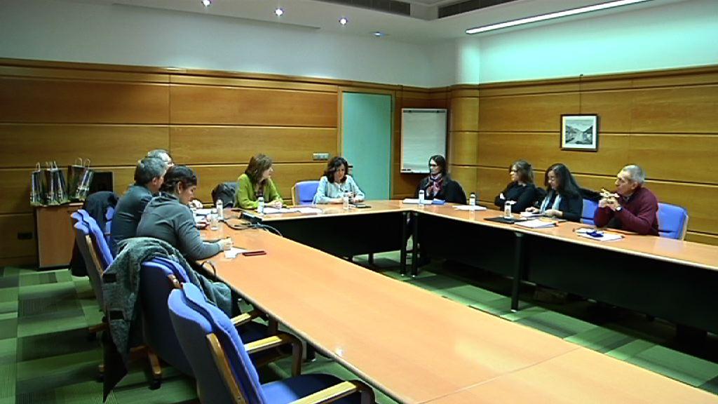 Beatriz Artolazabal recibe a una delegación del Gobierno de Uruguay que estudia la atención dedicada en Euskadi a la dependencia y discapacidad
