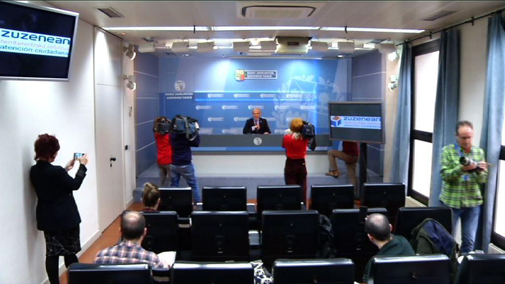 Zuzenean, el servicio de atención ciudadana del Gobierno Vasco, responde ya a casi 3.500 consultas al día