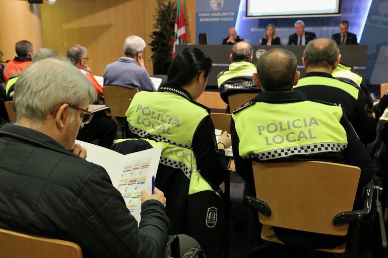 La Dirección de Tráfico del Gobierno Vasco programa más campañas que el año pasado para el control de la velocidad, las distracciones y el transporte escolar
