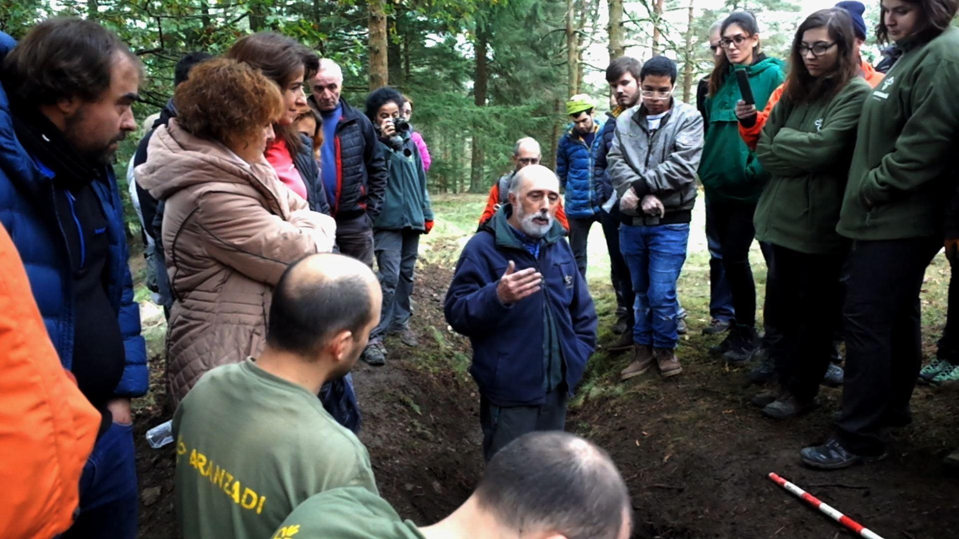 Gogora trabaja para identificar y conectar a los cinco milicianos exhumados en Zeanuri con sus familiares