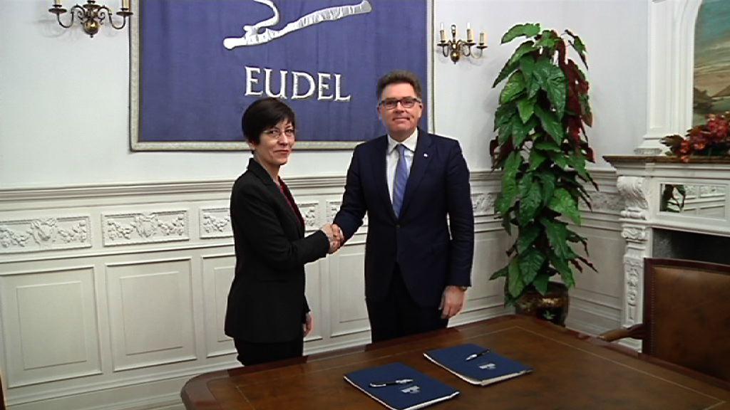 El Departamento de Seguridad firma un convenio marco con la Asociación de Municipios Vascos -EUDEL- para mejorar la cooperación y coordinación policial