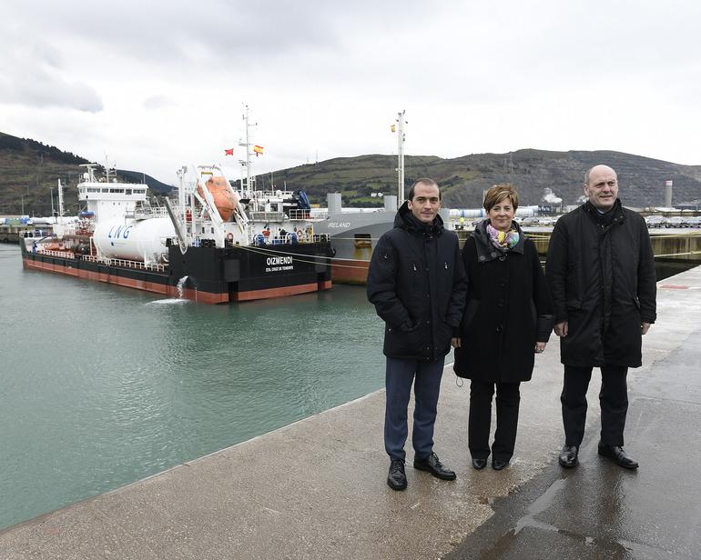 El buque Oizmendi realiza en el puerto de Bilbao la primera prueba piloto de carga de GNL barco a barco del Arco Atlántico y Mediterráneo