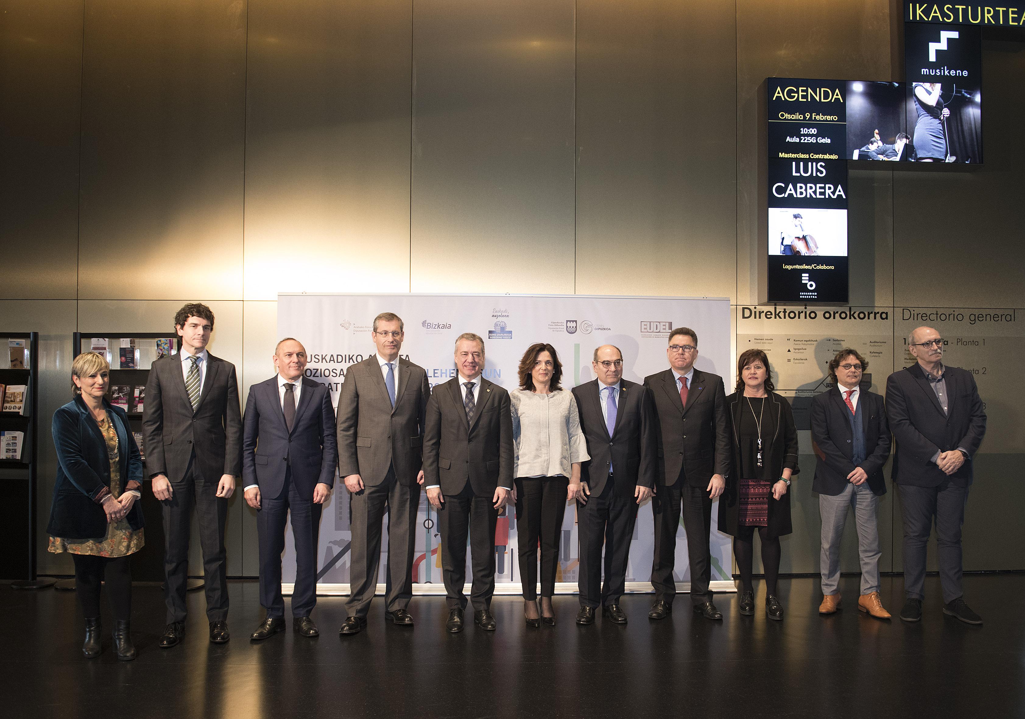 Lehendakariak berretsi egin du euskal erakundeek Euskadin kalitateko arreta soziosanitarioa izateko egiten duten apustua, erronka demografikoei aurre eginez