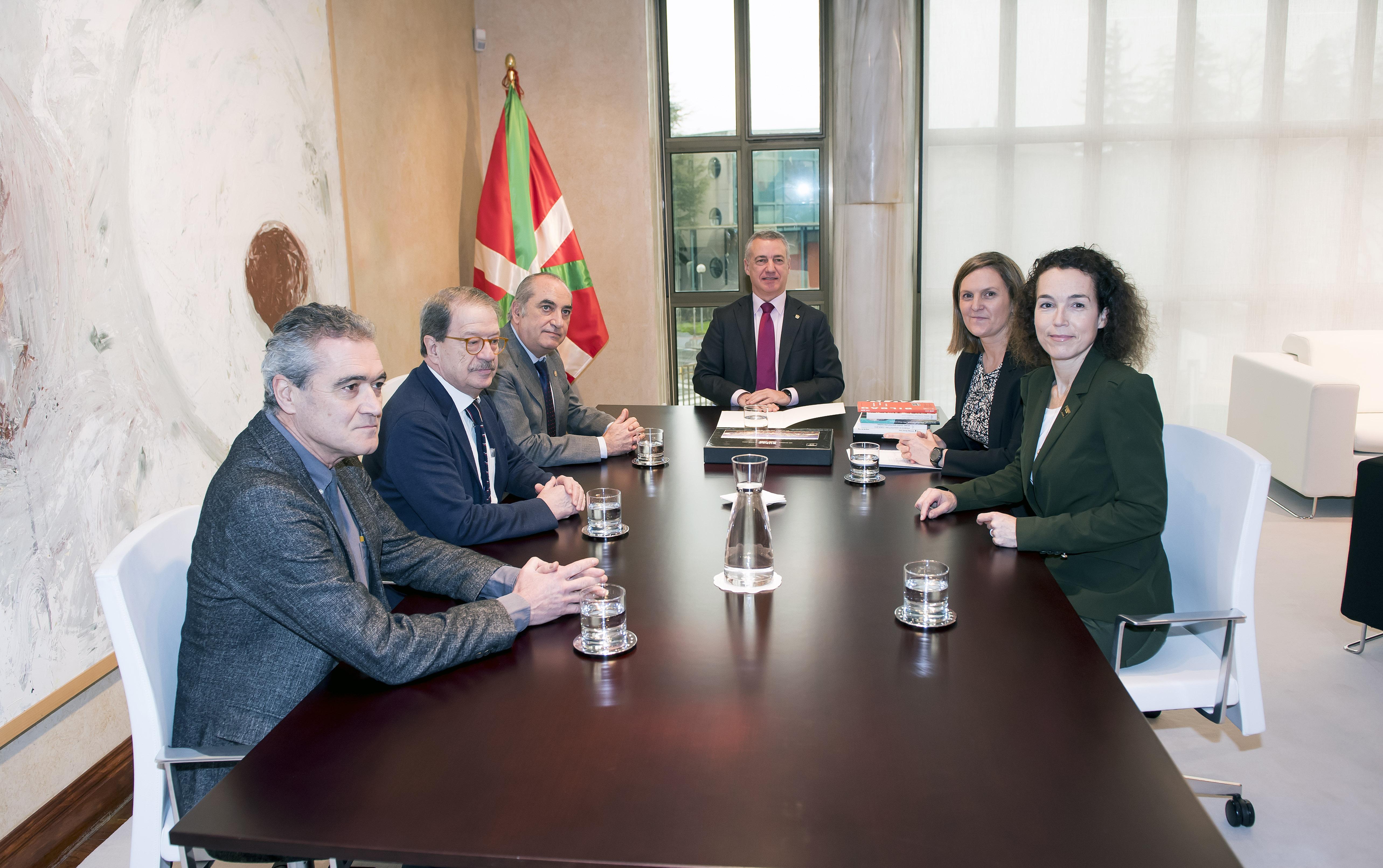 El Lehendakari ha recibido a responsables del Colegio Oficial de Arquitectos Vasco-Navarro
