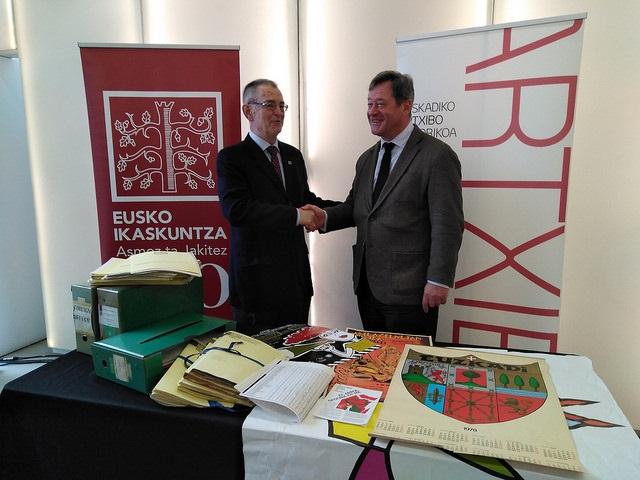 El Departamento de Cultura y Política Lingüística del Gobierno Vasco y Eusko Ikaskuntza han firmado un acuerdo que posibilita la cesión de parte de los fondos de esta entidad al Archivo Histórico de Euskadi