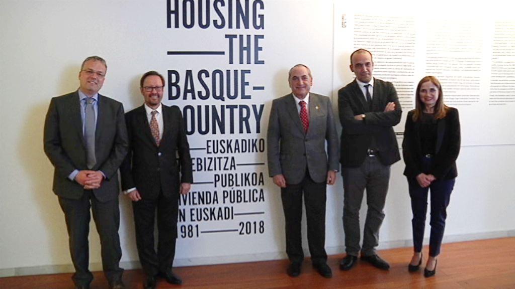 Erakusketa batek Euskadin 1981. urteaz geroztik etxebizitza publikoaren arloan garatutako politika berrikusten du