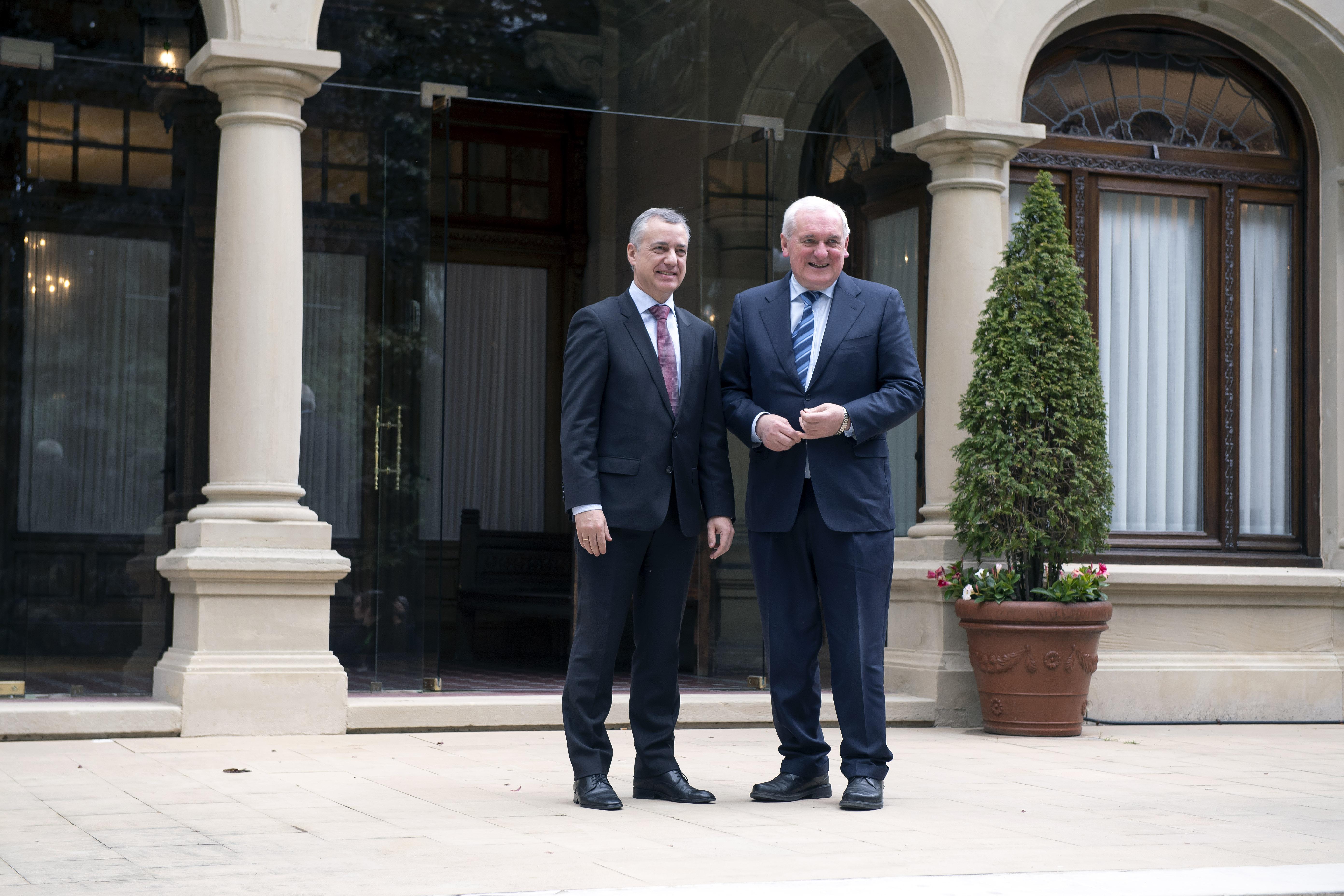 Lehendakariak Irlandako lehen ministro ohia hartu du