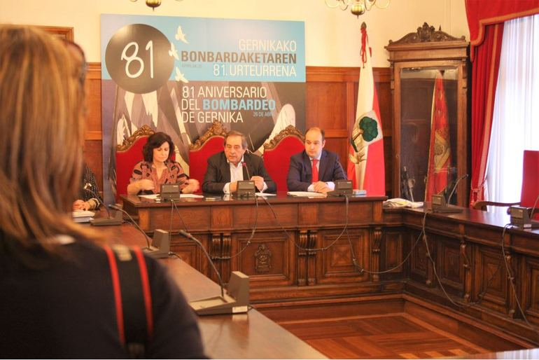 """El Gobierno Vasco y la Fundación Museo de la Paz de Gernika firman un convenio para divulgar la exposición """"El bombardeo de Gernika"""" en el exterior"""
