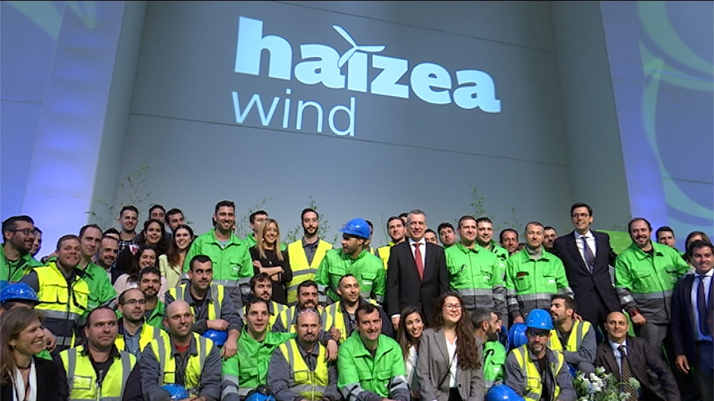 The Lehendakari opens the Haizea Wind plant, one of the largest wind power manufacturing plants