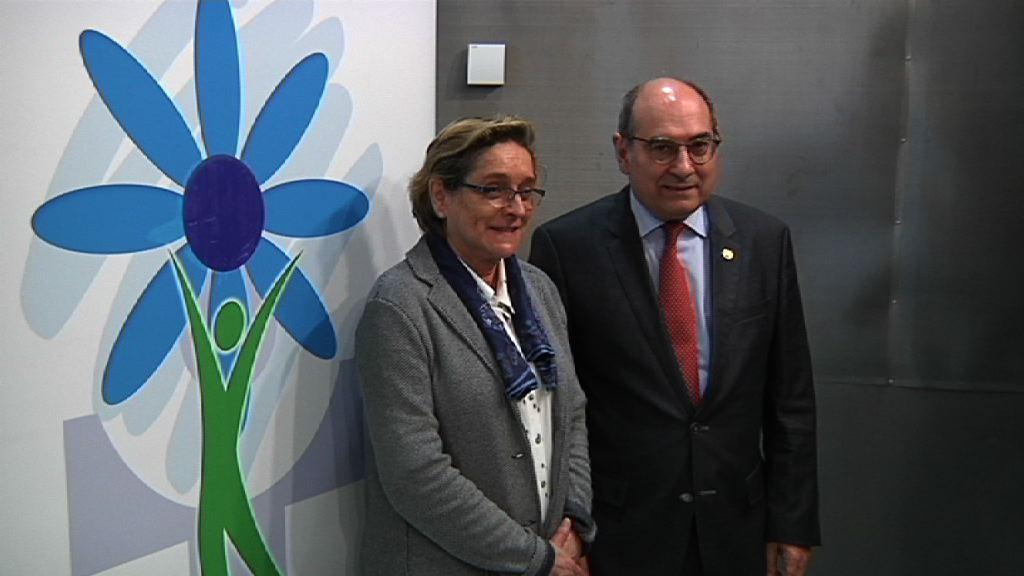 El Consejero de Salud, Jon Darpón, revela los datos referentes a la situación del tabaco en Euskadi